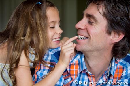 L'orthodontie pour adulte requiert une approche différente qu'avec les enfants ou adolescents