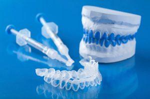 Coquille et seringues de blanchiment avec boitier dentaire
