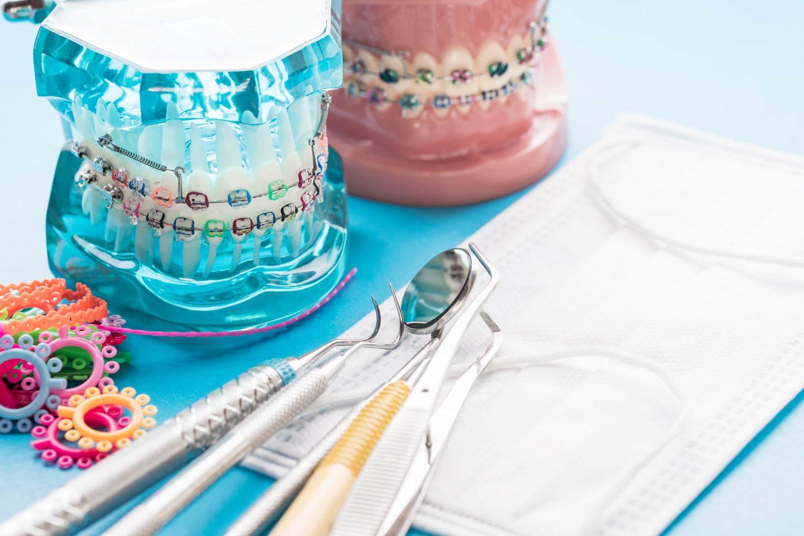 broches, élastiques et matériel dentaire